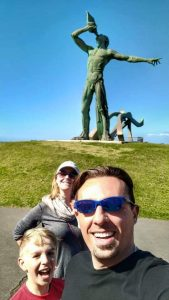 Selfie in front of the statue of Triton in Gran Canaria